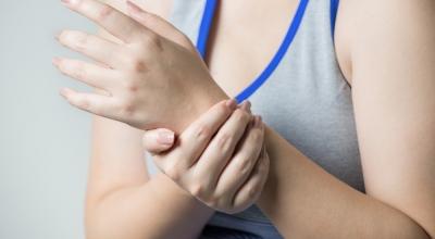 Почему сводит мышцы рук и ног и что с этим можно сделать? Сводит руки и кисти причины лечение. Почему руки и ноги сводит судорогами